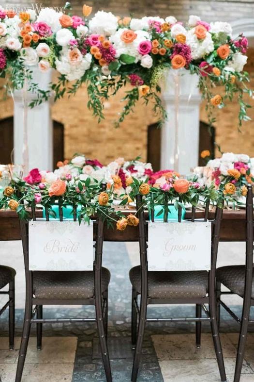 Preciosa guirnalda de flores: ideas de arreglos florales colgantes para bodas.