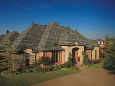 Camelot Aged Oak shingles on a house