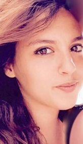 Portrait couleur de Charlyne Vitello, fille de Charles Vitello et directrice générale du laboratoire Shavi de compléments alimentaires à Saint-Etienne en France