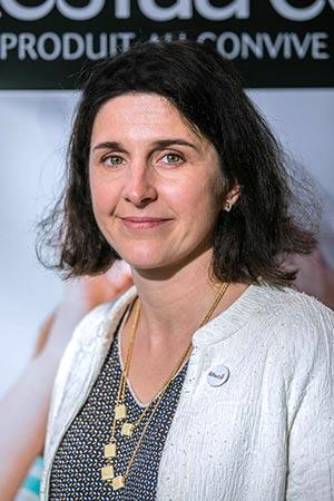 Portrait photographique de Marie-Cécile Rollin, directrice du réseau professionnel Restau'Co qui regroupe les cantines scolaires et la restauration collective en France