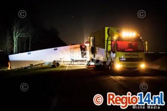 27mrt2015_Vrachtwagen op zijn kant N305 Zeewolde_0799
