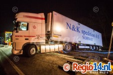 28mrt2015_Vrachtwagen op zijn kant N305 Zeewolde_0658
