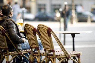 Schon mittags beginnt der Genuss. Etwas trinken und Leute beim Flanieren beobachten gehören dazu.