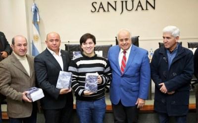 """Entregaron los libros ganadores del """"San Juan Escribe, edición 2017"""""""