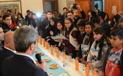 Jóvenes estudiantes consultaron a Uñac sobre el Túnel de Agua Negra