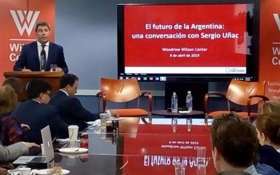Uñac expuso sobre el desarrollo sanjuanino en un foro político en Washington