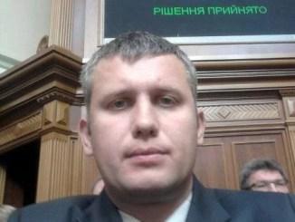 Назад в «лихие 90-ые»: глава суда Вячеслав Курдюков отжимает квартиры?