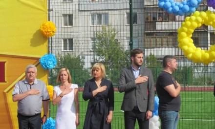 """Новозбудований стадіон у Запоріжжі охороняє """"армія"""" МПЦ"""
