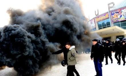 У Львові поліція незаконно затримала зоозахисників, які зібралися на мирну акцію протесту (фото, відео)