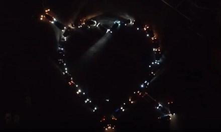 Бердянські автолюбителі оригінально привітали українців з Днем усіх закоханих (відео)