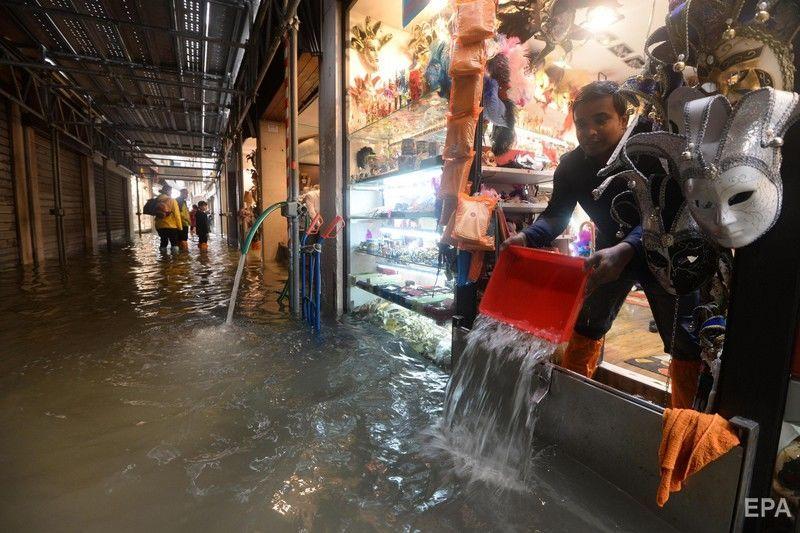Стихія в Італії: 70% Венеції накрив півтора метровий шар води – відео