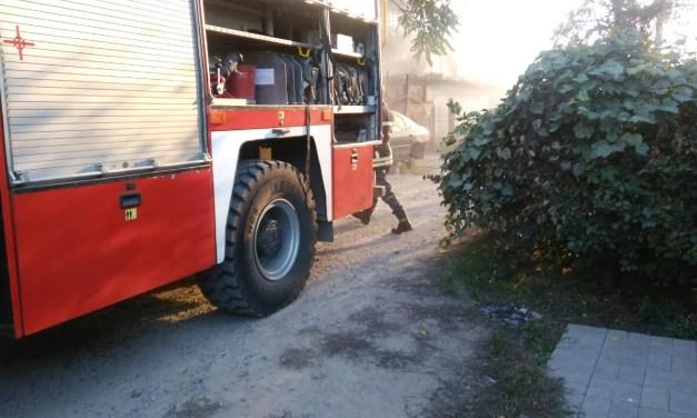 Масштабна пожежа на Шевченківському, горить подвір'я з битими автомобілями – відео