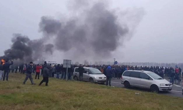 """На кордоні з Польщею """"євробляхарі"""" палять шини – відео"""