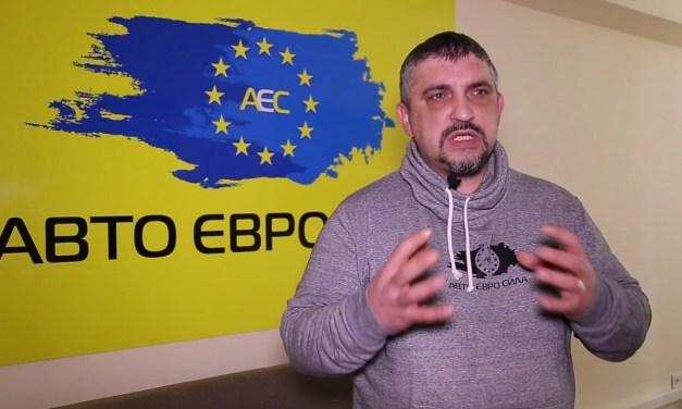 """Лідер """"Авто Євро Сили"""" спалив свій Land Rover з іноземними номерами, бо дав слово чоловіка – відео"""