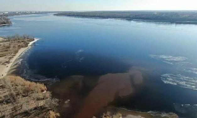 Шок дня: з'явилися фото з місця, де Червона річка впадає в Дніпро