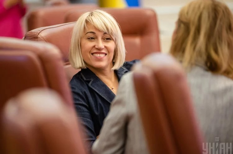 Міністерка Бабак написала заяву про відставку