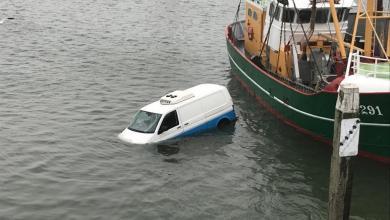 Photo of Bestelbus te water in Den Oever
