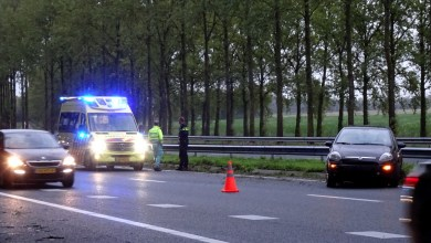 Photo of Automobilist rijdt tegen vangrail in Middenmeer
