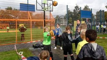 Tussen de wedstrijden door een basketbal uitdaging (DHfoto)