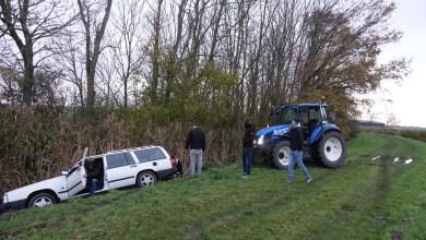 Photo of Auto eindigt in greppel