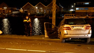 Photo of Auto crasht op boom aan de Binnenhaven (N250)