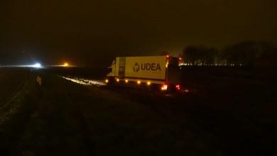 Photo of Vrachtwagen vliegt uit de bocht