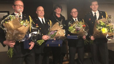 Photo of Brandweermannen ontvangen Koninklijke Onderscheiding