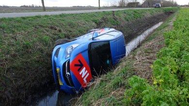 Photo of Auto raakt van de weg en crasht in sloot