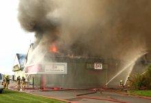 Photo of Twee schuren afgebrand bij bollenbedrijf in 't Veld (update)
