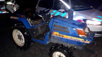 Photo of Man smeert hem met tractor