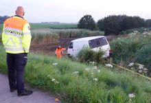 Photo of Bestuurder crasht met bedrijfsbus en vlucht