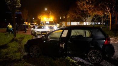 Photo of Twee auto's klappen op elkaar in 't Zand