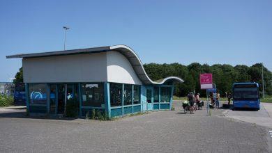 Het bustransferium bij Den Oever