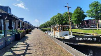 Horeca met uitzicht op bootjes vind je op de kade van Willemsoord