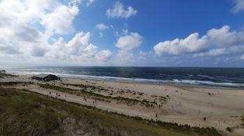 Uitzicht vanaf het hoge duin aan de kust