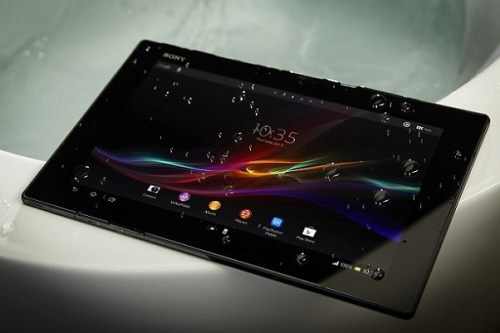 Sony Xperia Tablet immerso in una registrazione video in acqua