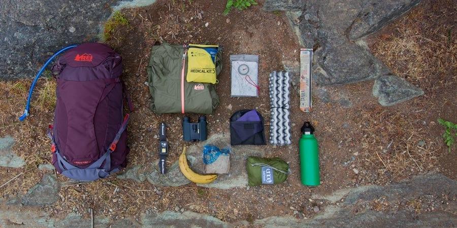 Beraneka ragam gear yang bisa masuk ke dalam daypack dengan kapasitas gear antara 21-35 liter