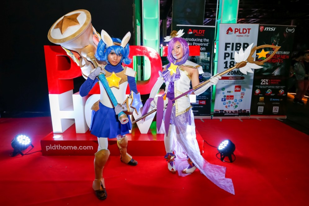 (2) Gaming enthusiasts and cosplayers filled up the World Trade Center to celebrate League of Legends Rampage 2017