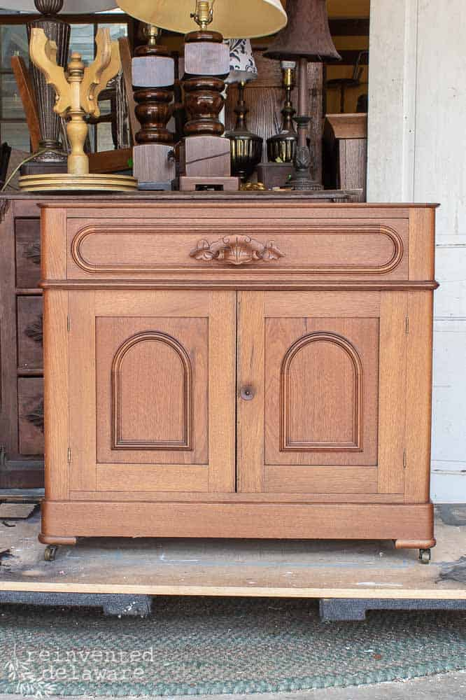 Have you ever wondered how to wax furniture? Can you take a dark antique like this cherry wood gentlemen's dresser and lighten it up with wax? Is it even possible to lighten up such dark wood?? #vintagefarmhouse #refinishedfurniture #beforeandafters