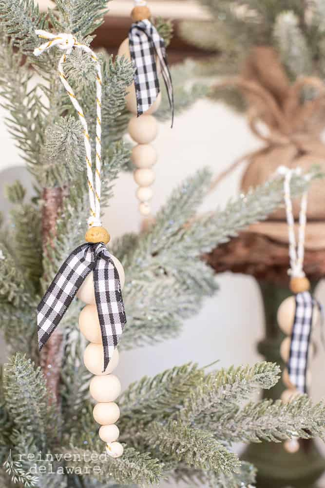 Do you want to learn how to make an easy DIY beaded Christmas tree ornament?  I've got you!  Let's see how easy this project is! #christmasdecoration #handmadechristmas #handmadeholidays