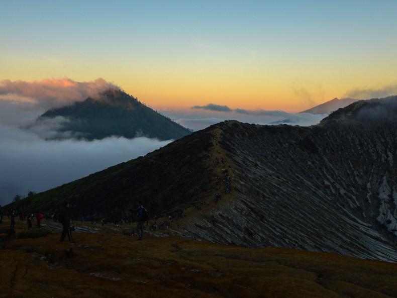 Am Gipfel des Ijen-Vulkans