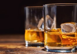 Whisky kommt nun ins Briefkastl (Bigstock.com / Jag_cz)