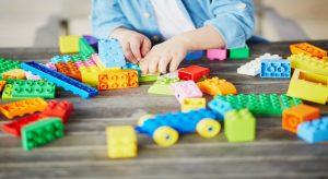 In Italien verboten: Kinderspielzeug aus Plastik. Die Bausteine müssten also daheim bleiben. (F.: Bigstockphoto.com/encrier)