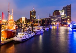 Elbphilharmonie im Hamburger Hafen (F: Bigstock / oscity)