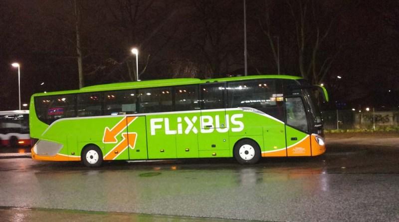 Flixbus in Hamburg nachts