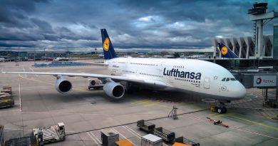 Lufthansa Airbus A380 auf Rollfeld