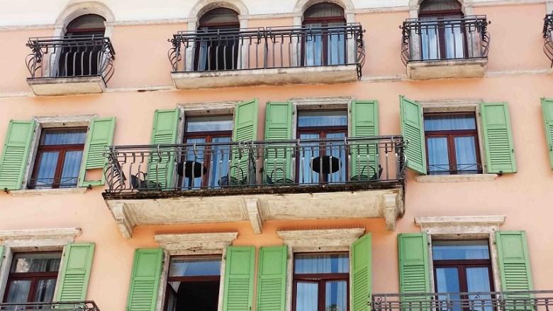 Als würde hier gleich Julia vor ihrem Romeo auf den Balkon treten...