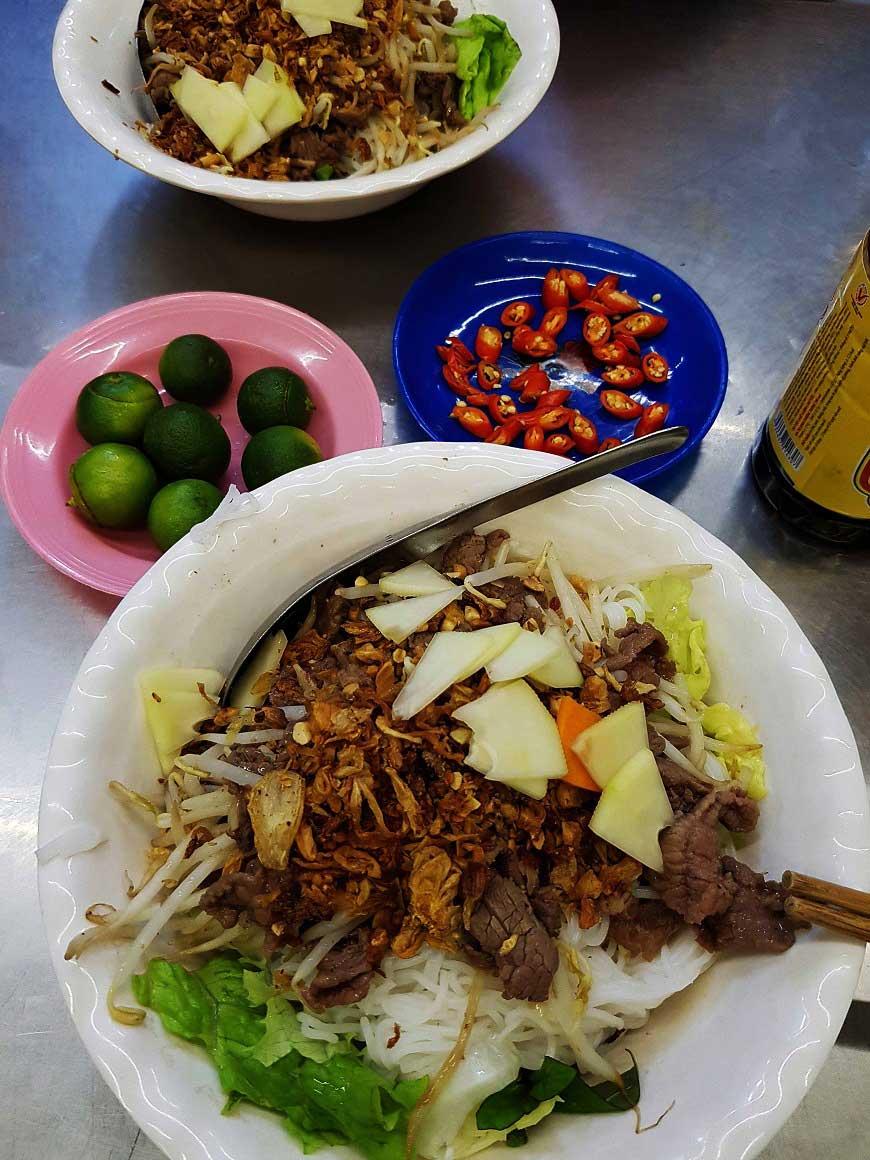 Typische Gerichte in Vietnam Bun Bo Nam Bo