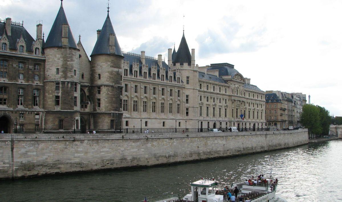 Palais de la Cité auf der Seineinsel in Paris