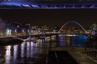 Silvester in Newcastle - Millenium Bridge bei Nacht in einer anderen Farbe